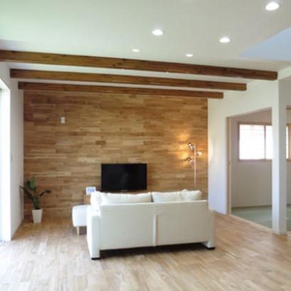 明るく開放感のある自然素材の家