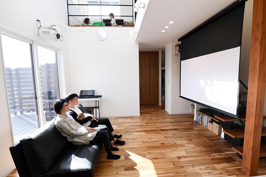 ホームシアターを楽しめる大空間のリビング